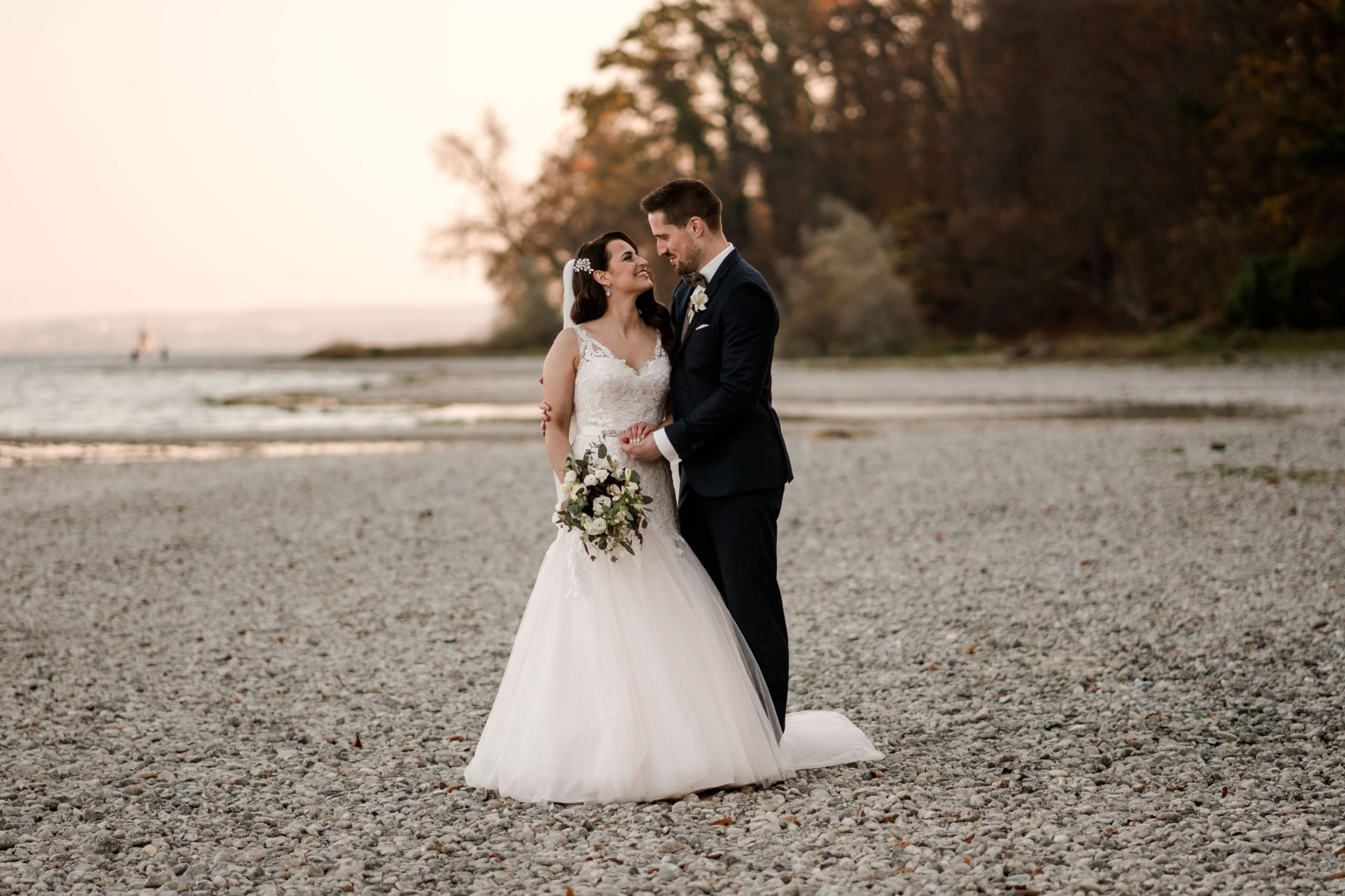 Aida + Tim | Hochzeitsfotografen am Bodensee Ufer 39, Wallhausen